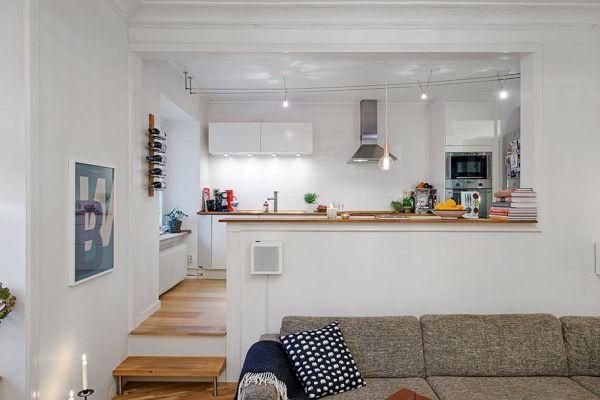 Zeitgenössische schwedische Wohnung mit Details der ...