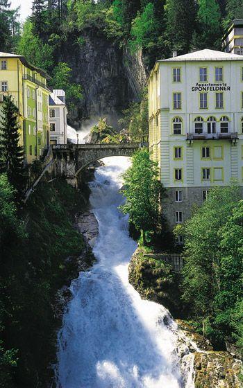 Pelo Mundo... Gastein, no Distrito de Bezirk Sankt Johann em Pongaué, é uma encantadora cidade spa no Parque Nacional Hohe Tauern, a 80 minutos de Salzburgo                                                                                                                                                                                 Mais