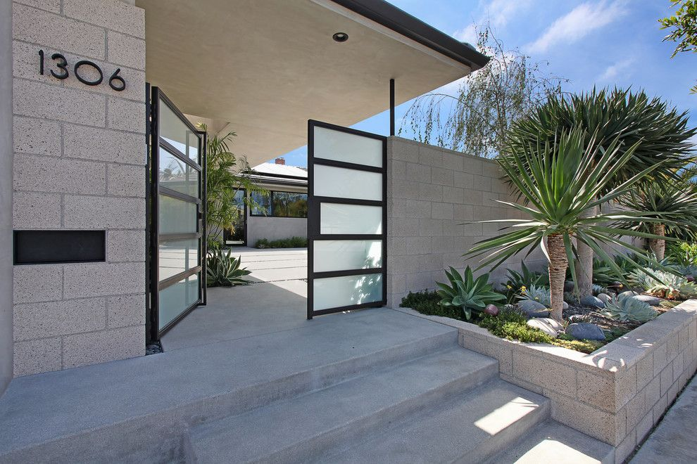 Landscaping retaining wall entry midcentury with concrete for Modern front gate design