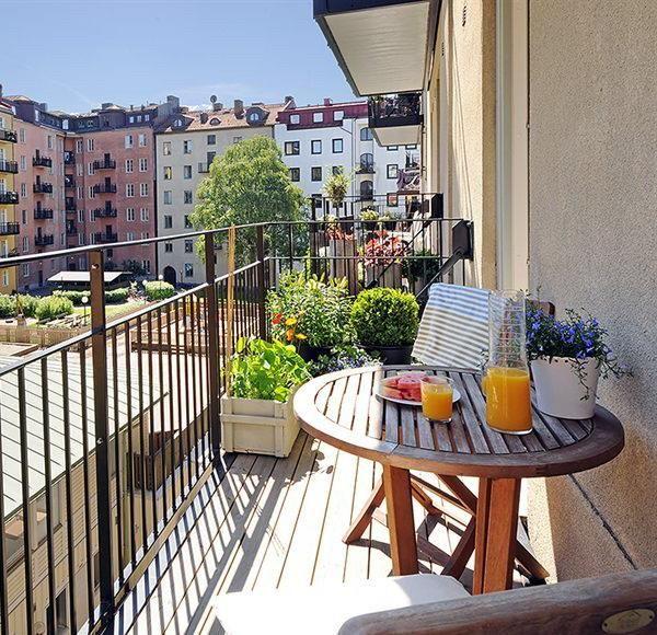 Arredare un balcone piccolo | Legno, Arredamento e Balconi