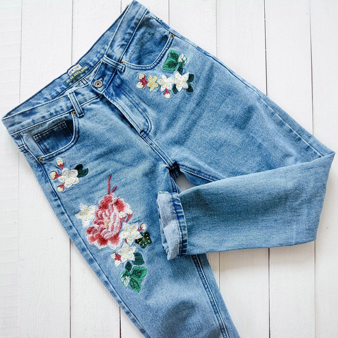 Floral embroidered jeans embroidered