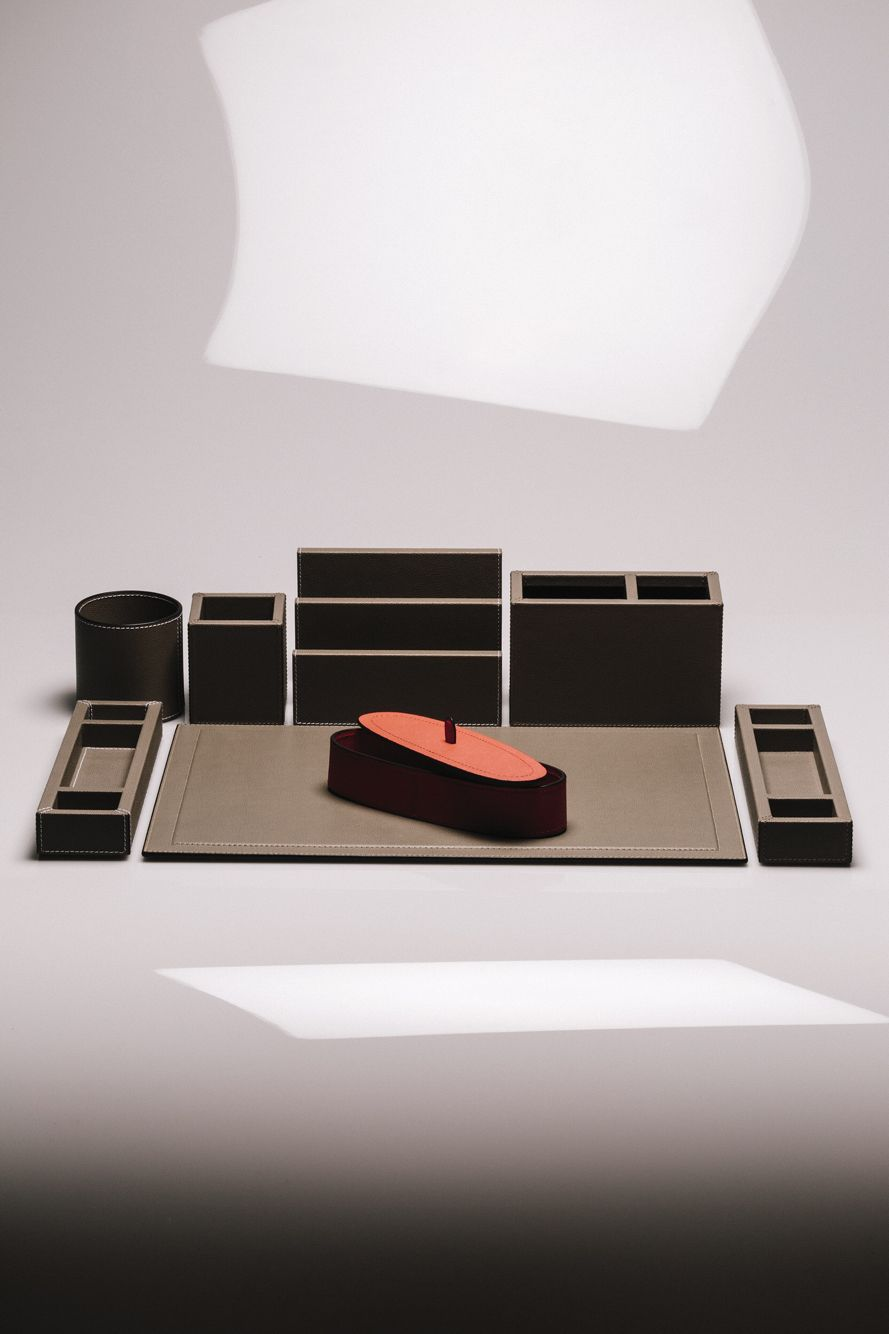 Customize your workstation choosing from dozens of desk items and hundreds of finishes #giobagnara #bhomeinteriors #hadmadeinitaly #handcrafted #leather #leathergoods #deskset #desk