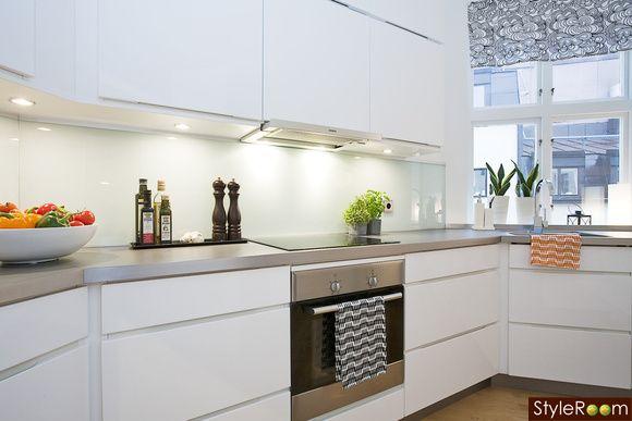 kök,köksluckor vita,högblankt kök