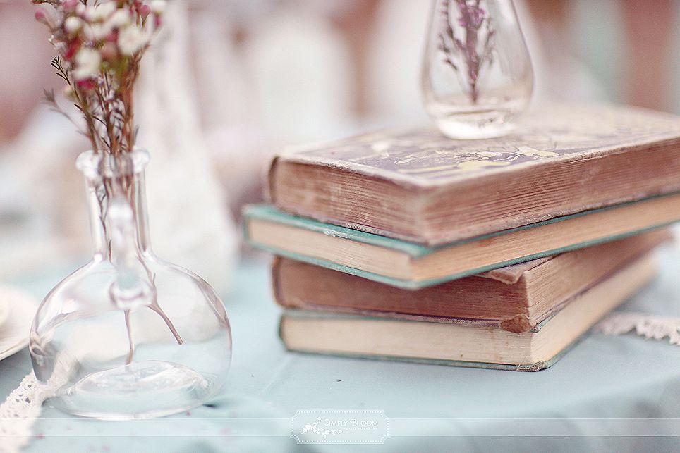 vintage books wedding table ideas