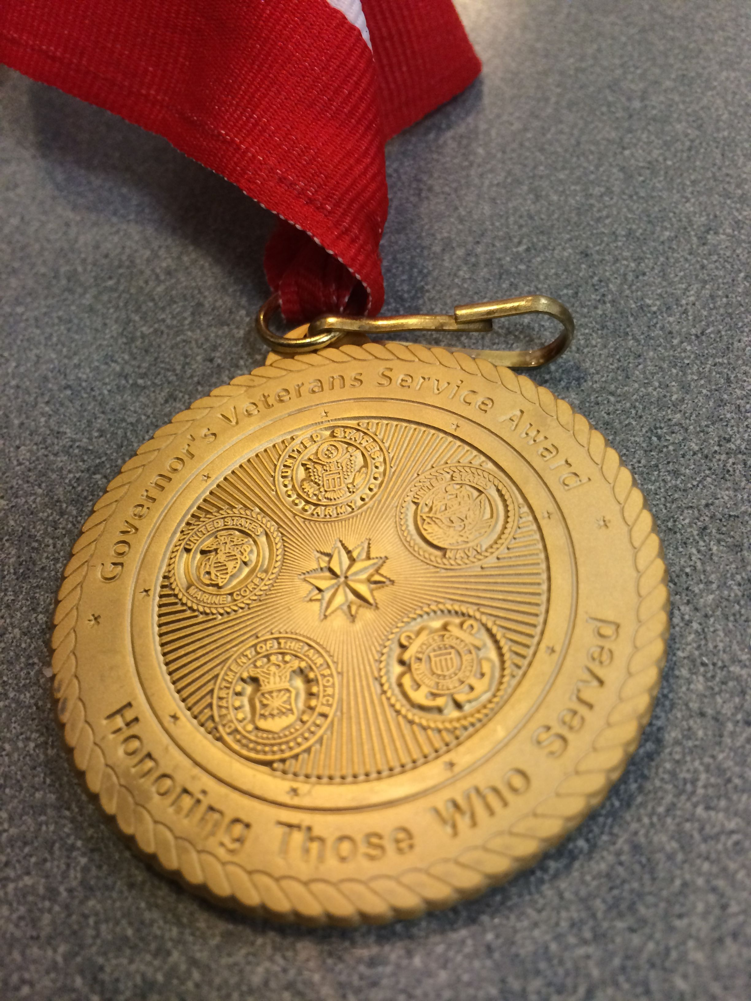 This side of the medal  shows the five branches of the military