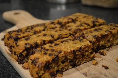 Pumpkin Chocolate Chip Granola Bars by Stephanie Madsen...gotta try these!    http://hospitablyyoursblog.com/2011/11/11/pumpkin-chocolate-chip-granola-bars/