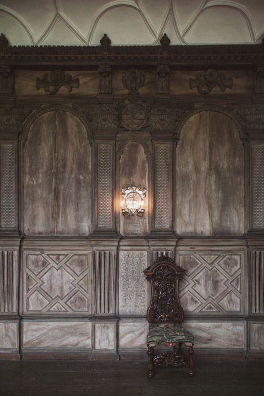 The Tudor Period Long Gallery Constructed Around 1600 Haddon Hall Derbyshire U K With Images The Tudor Tudor Tudor Style