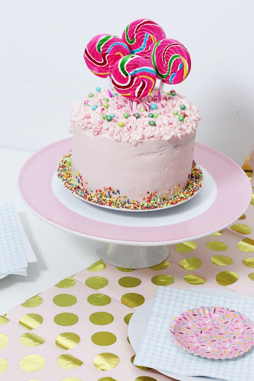 Rezept Uberraschungs Torte Mit Zuckerstreusel Fullung Backen