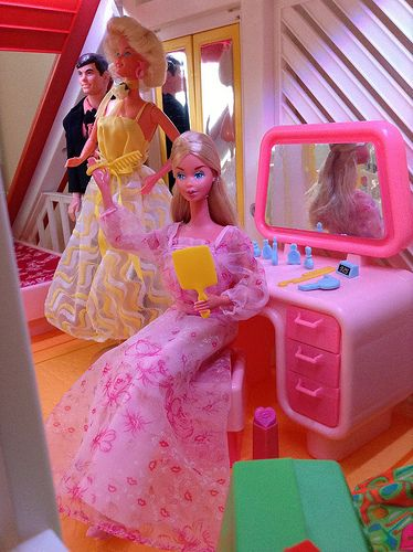 Kissing & Pretty Changes Barbies | Flickr - Photo Sharing!