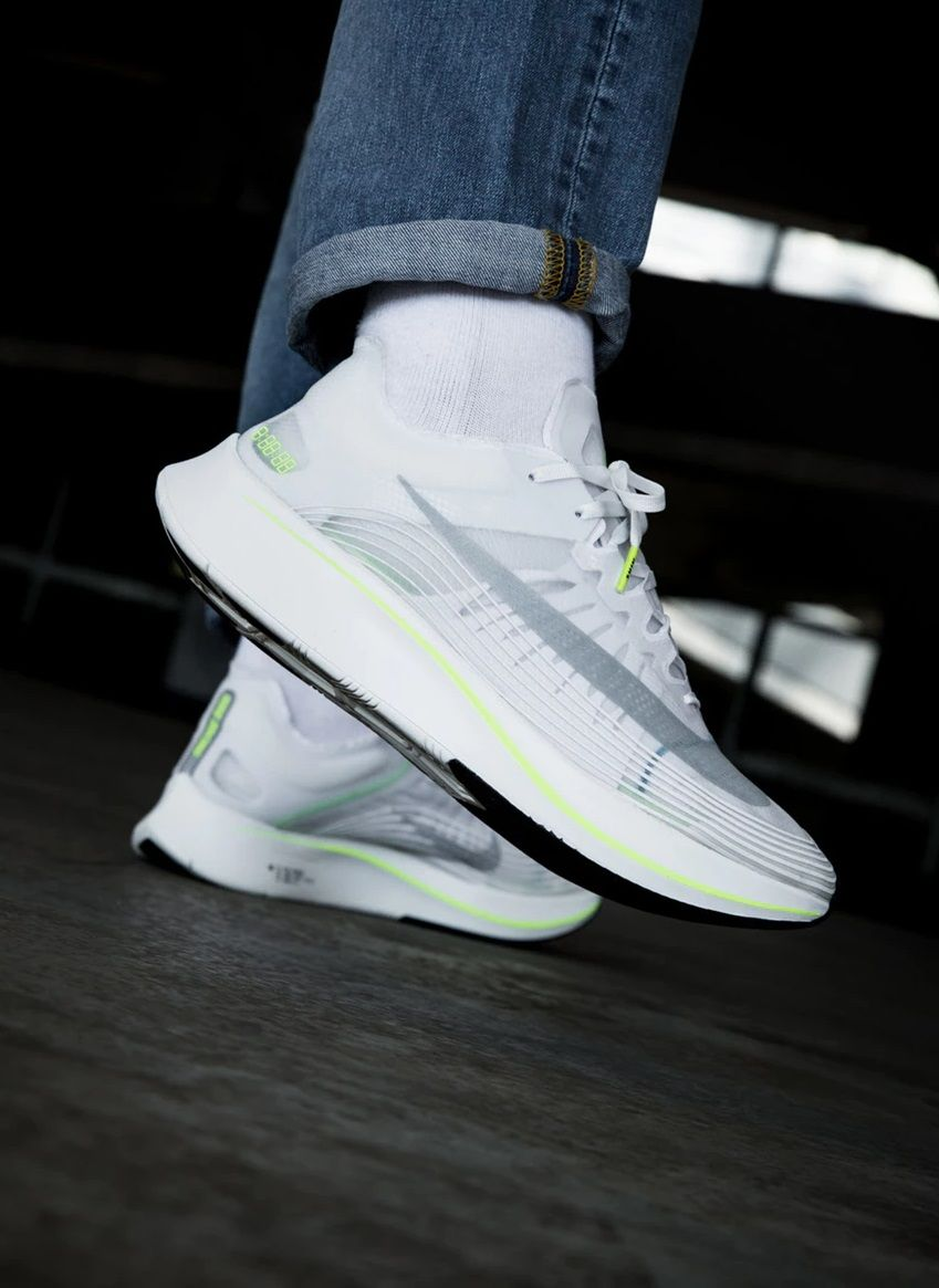 more photos 5b62b 58134 Nike Zoom Fly SP