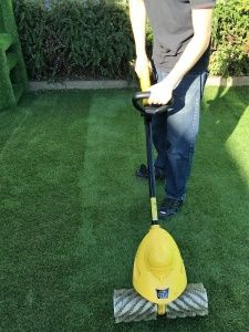 How Do You Keep Fake Grass Clean Learn How To Clean Artificial Grass On A Weekly And Monthly Basis From The Experts A Artificial Grass Backyard Artificial Lawn