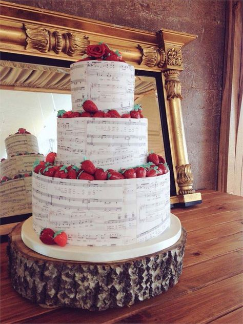 23 Unusual Wedding Cakes That Will Become Your New Obsession