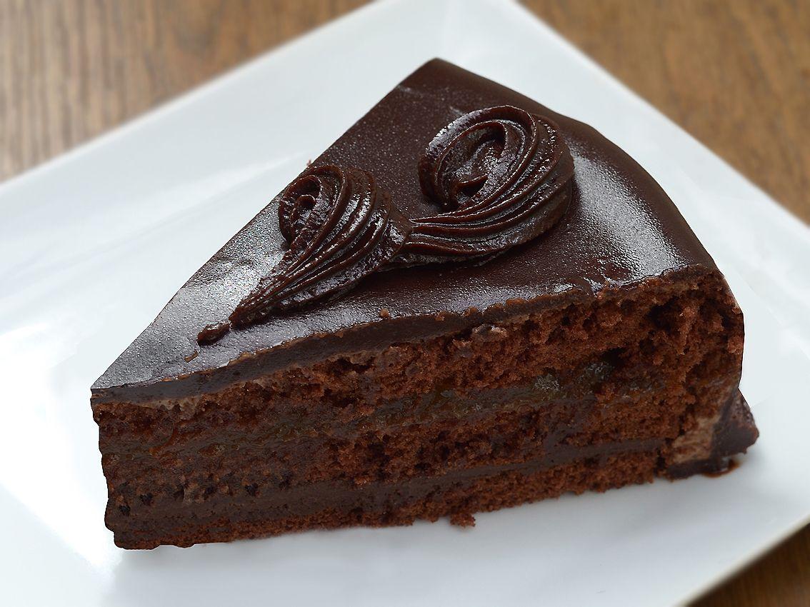 Endulzamos el fin de semana con esta deliciosa tarta de chocolate. ¡Feliz viernes! :-)  http://lacanasta.es/pasteleria/