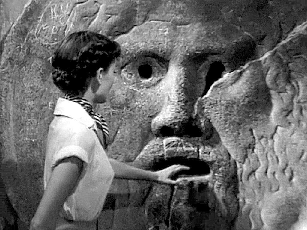 La Bocca della Verità | La scultura romana del 1485 вот, я ничтожен; что буду я отвечать Тебе? Руку мою полагаю на уста мои.