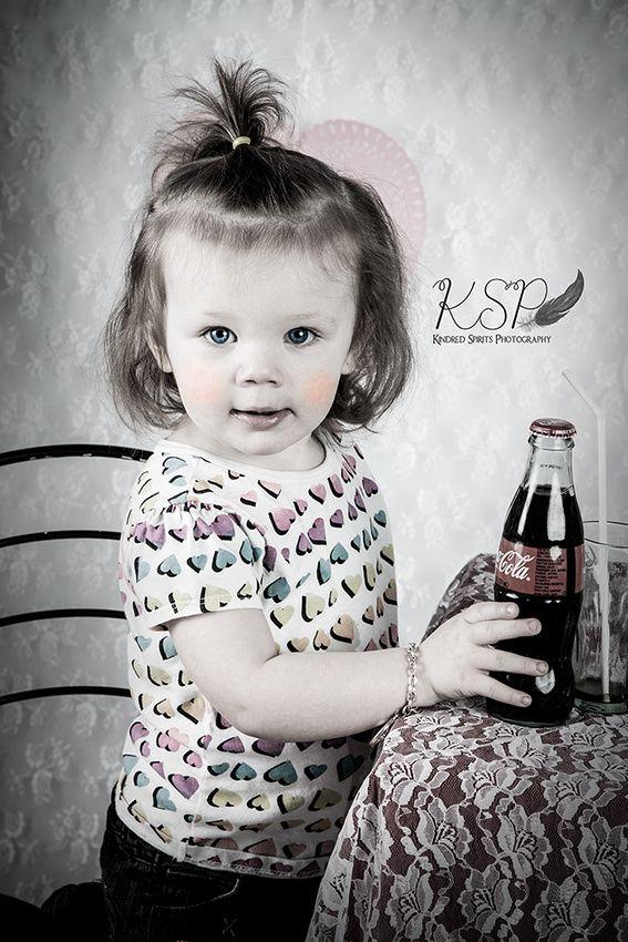 Kindred Spirits Photography is offering vintage soda pop cafe Valentine sessions.