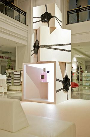 profirst displayed viktor rolf 39 s unique and luxurious perfume in the biggest shopping mall of. Black Bedroom Furniture Sets. Home Design Ideas