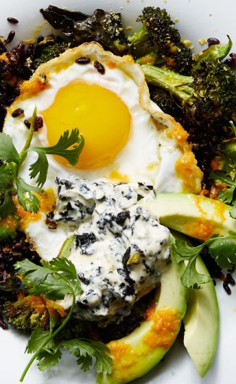 Stir Fried Black Rice With Fried Egg And Roasted Broccoli Recipe Recipe Broccoli And Eggs Recipe Nutritional Yeast Recipes Fried Egg Recipes