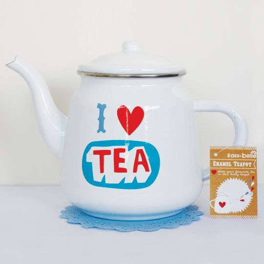 This retro design metal teapot is the perfect gift for anyone who loves drinking tea. Enamel is unbreakable and lightweight therefore ideal for camping or for a gardening.Easy to clean and dishwasher safe.Size: 23cm x 18cmEnamel