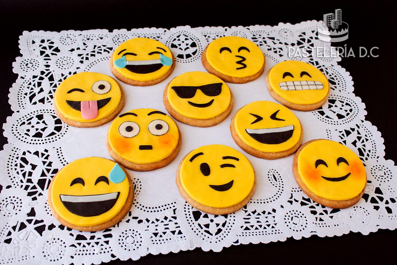 Galletas con diseño de emoticones / Emoji cookies.