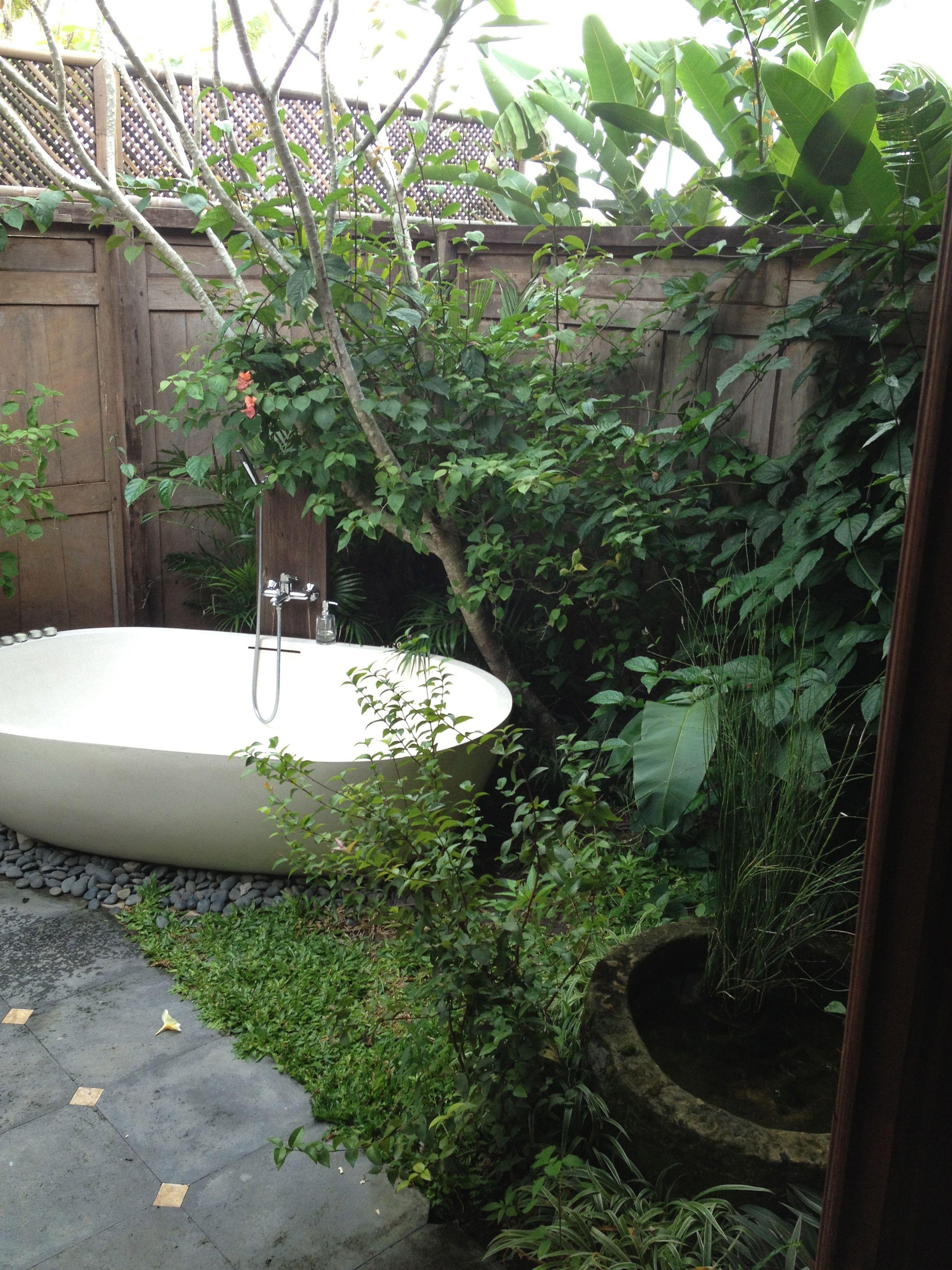 Merveilleux Outdoor Bathtub