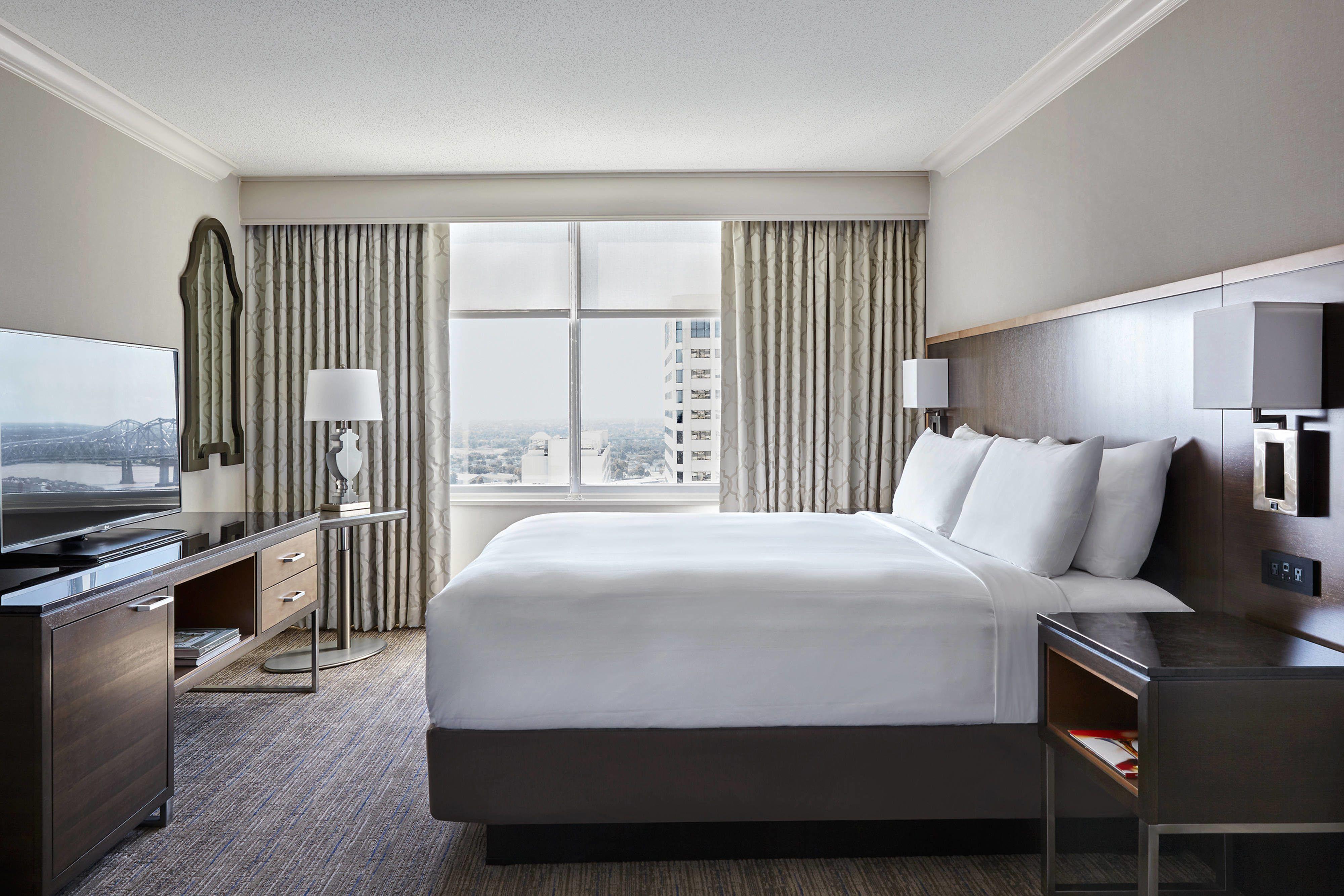 New Orleans Marriott Crescent City Suite King Bedroom Guestbathroom Comfortable Hotels City Suites French Quarter Hotels New Orleans Hotels