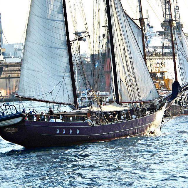 Pirates in Hamburg!... . . #pirates #hamburg #hafengeburtstag #ship #classic #vintage #schiff #elbe #hamburgcity #hamburghafen #portofhamburg #hafen #hamburgliebe #hamburgmeineperle #hamburgerhafen #germany #elbefluss #river #travel #norddeutschland #europe #alk3r #photography #photooftheday #picoftheday
