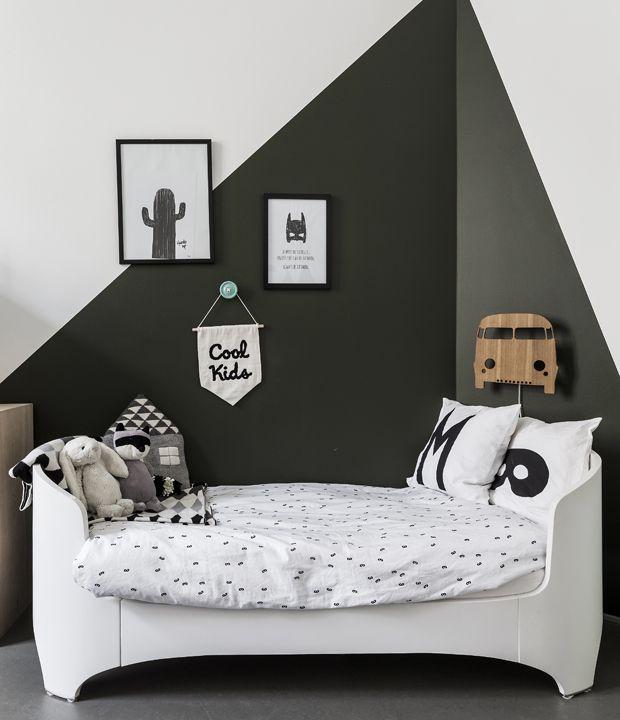 black and white monochrome kids room tout savoir sur le matelas m moire de forme et comment. Black Bedroom Furniture Sets. Home Design Ideas
