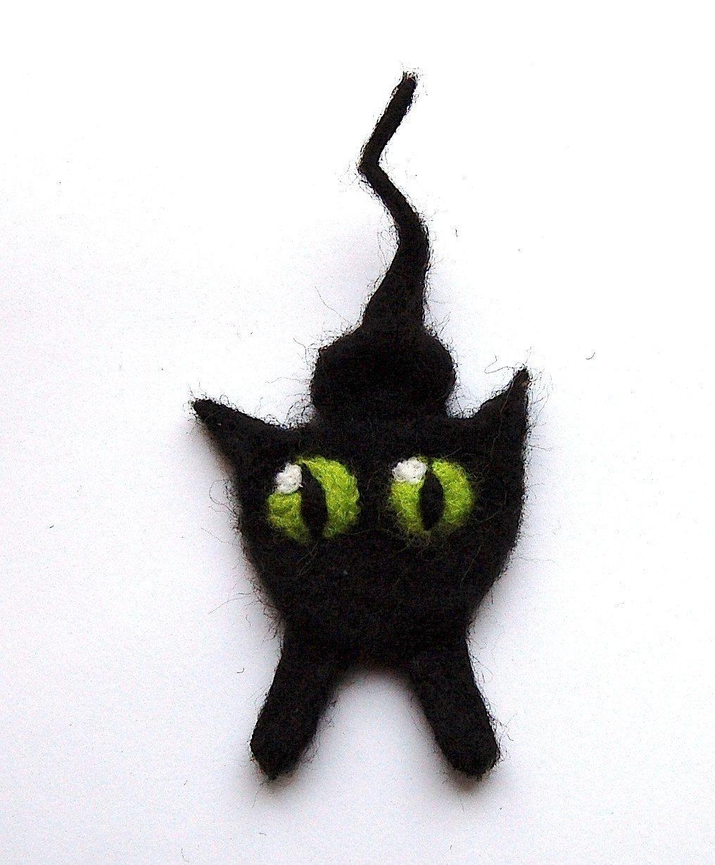 Vilten katten broche, gevilte wol, zwarte kat met groene kattenogen. $21,00, via Etsy.  #etsylokaal