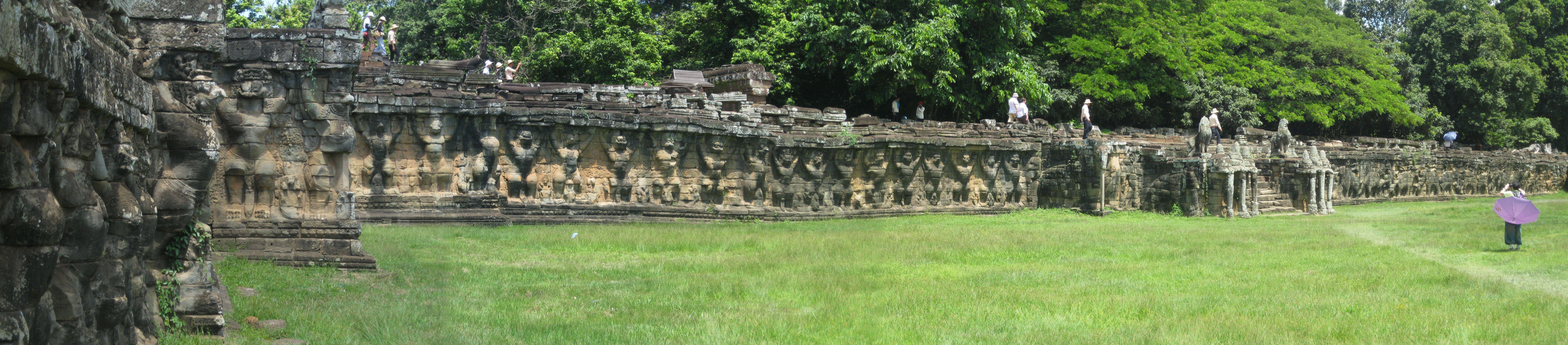 Terraza De Los Elefantes Angkor Tom Camboya Fotografias