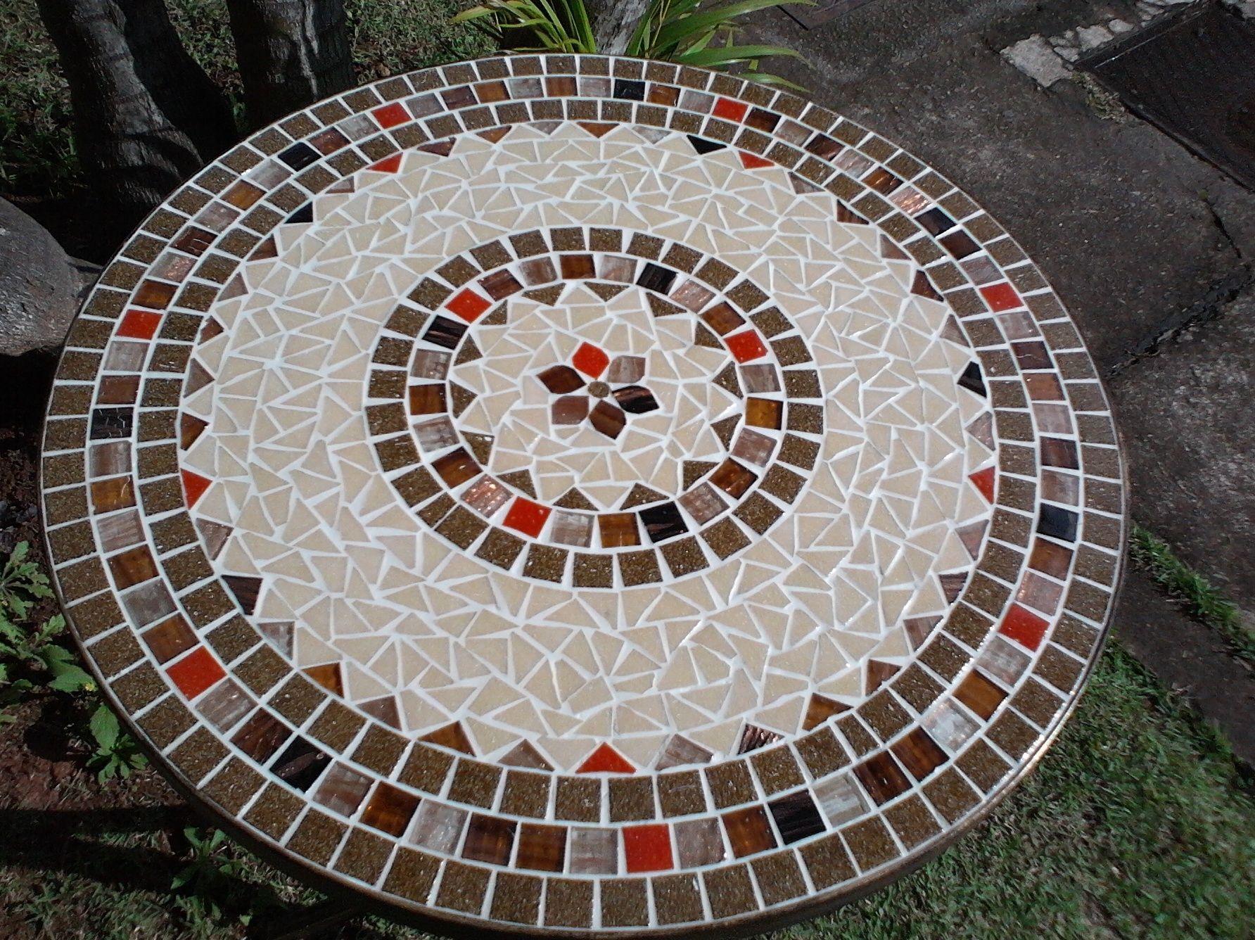Tampo de mesa em mosaico pesquisa google mosaico for Mesa mosaico jardin