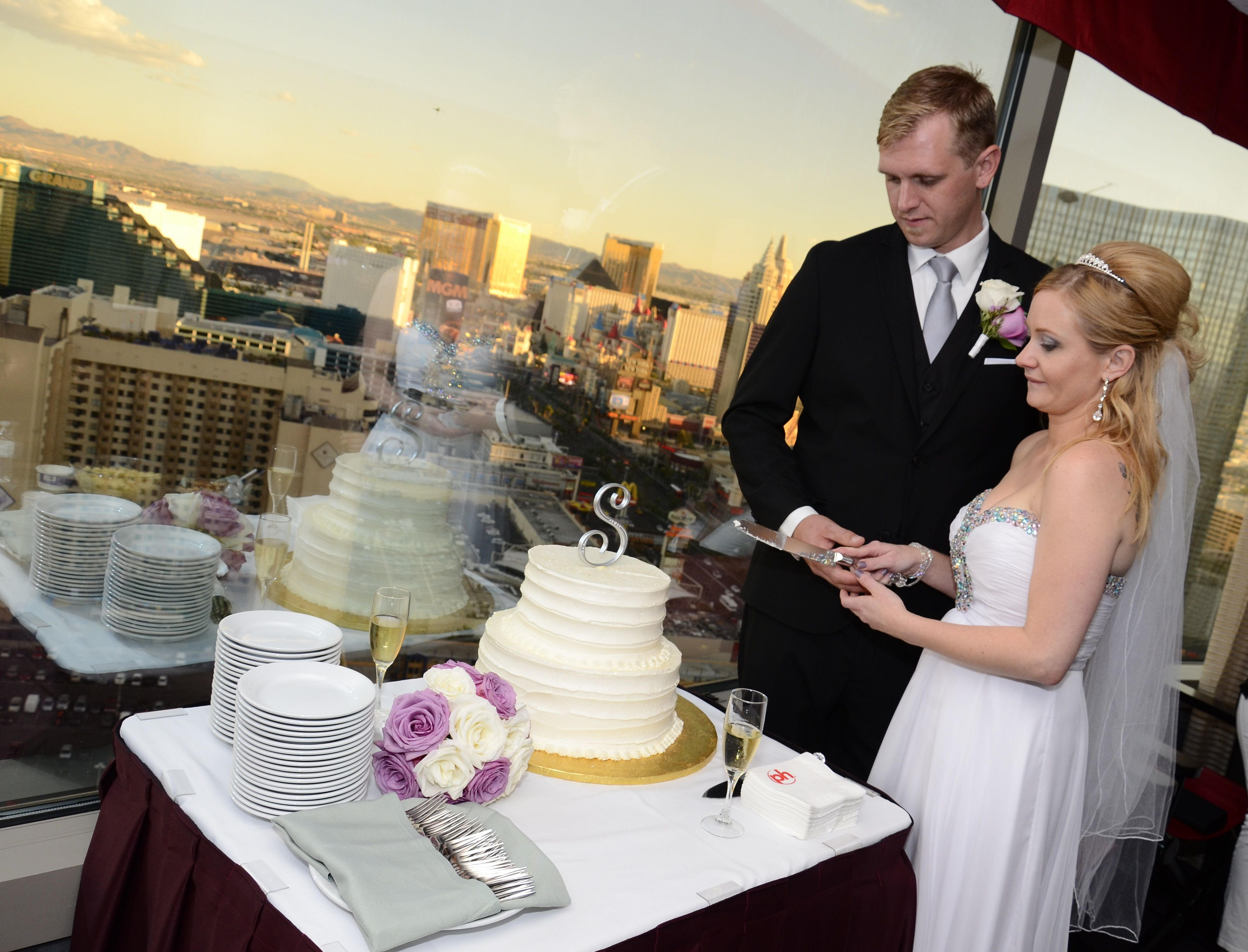 All Inclusive Wedding Package With In Suite Reception The Chapel At Planet Hollywood Planet Hollywood