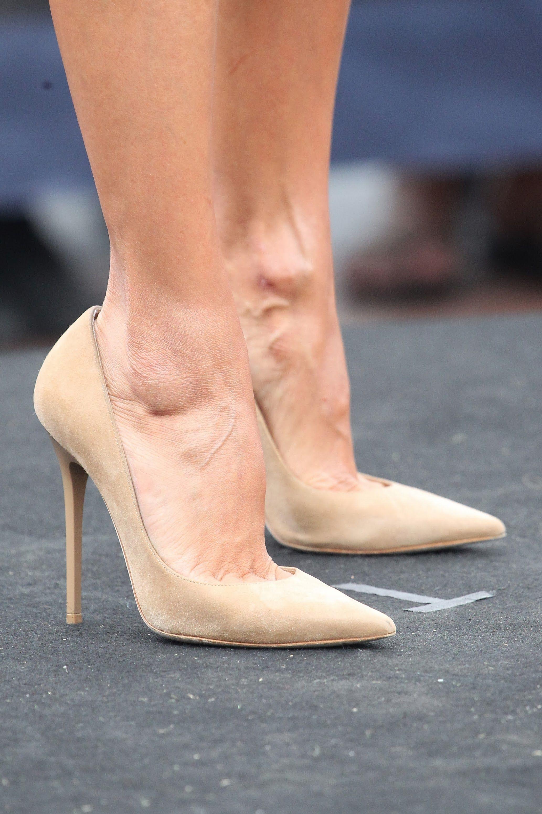 Milf feet nude