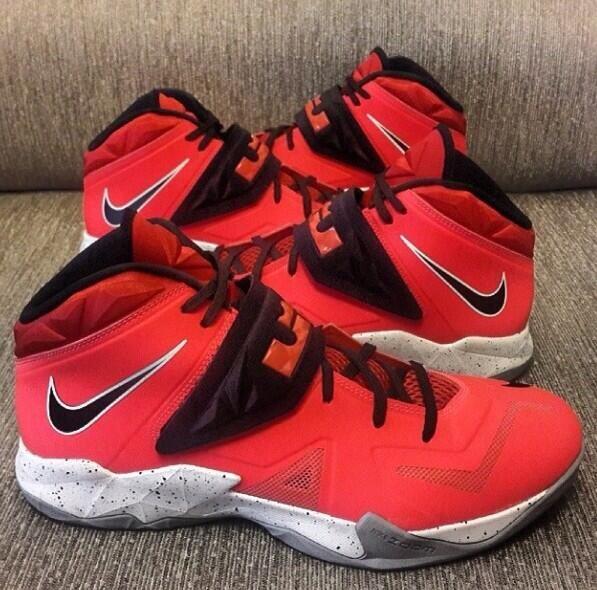 6683b67b5aaf Nike LeBron 7