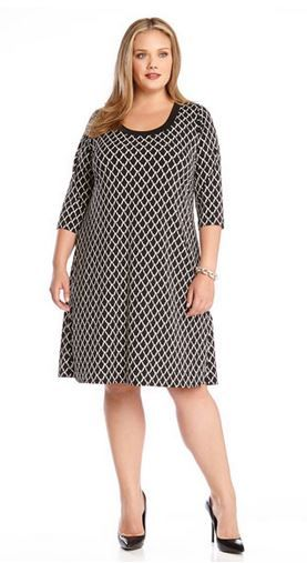 BLACK AND WHITE PLUS SIZE T SHIRT DRESS As comfortable as your favorite tee, this Karen Kane t-shirt dress comes to life with a bold black and white chain print that makes it a winner for workwear. #Black_and_White #Working_Woman #Fall #Winter #Fashion