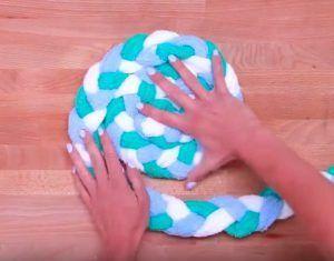 Avec+des+serviettes,+créez+un+tapis+adorable+pour+la+salle+de+bain