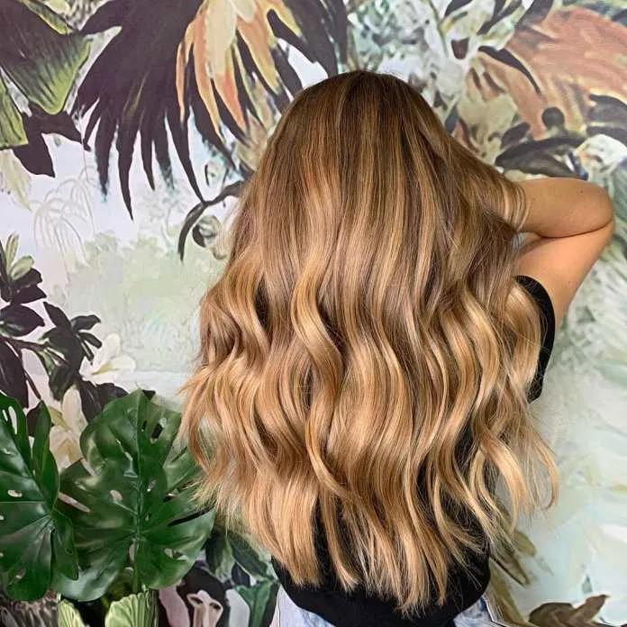 Colore capelli biondo miele autunno 2019: Kate Mid