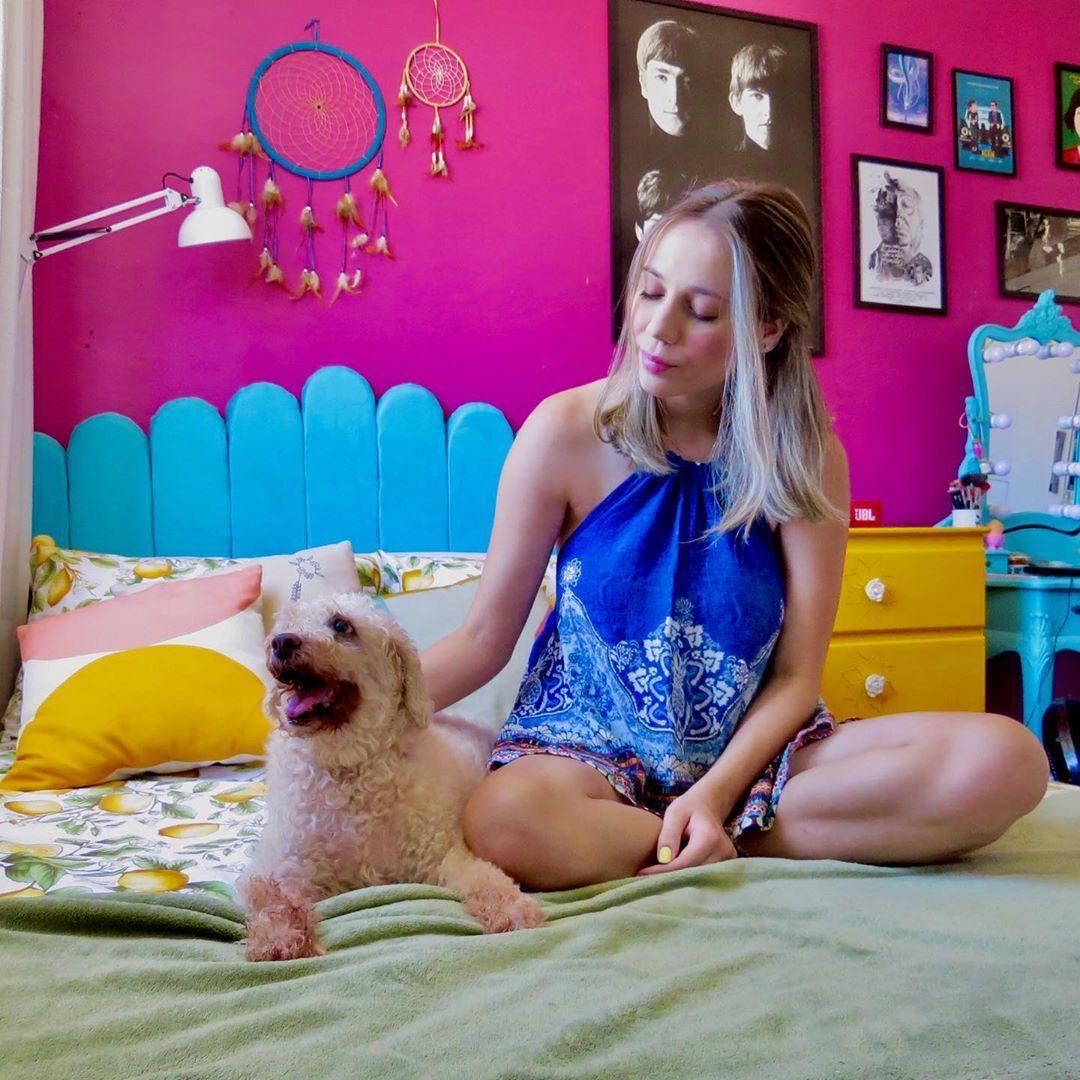 "Raquel Peixoto on Instagram: ""Minha velinha💜 . . . . . #poodle #poodlelove #dog #cachorro #amorzinho #love #style #colors #colorful #pet #room #design #decoration…"""