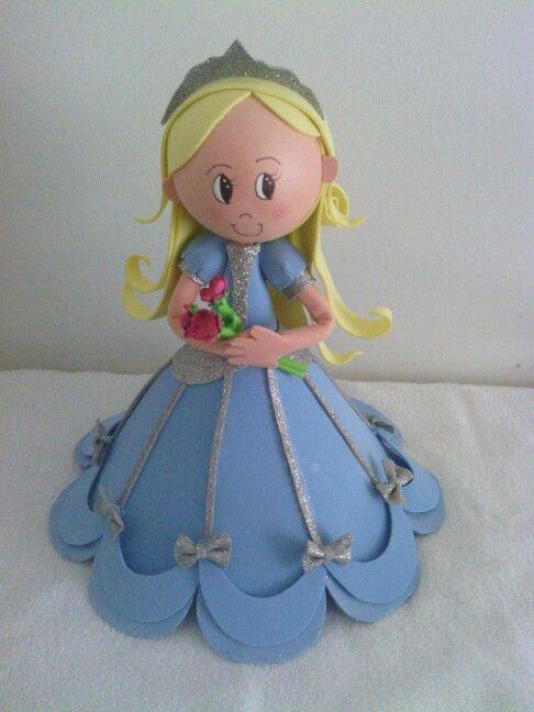 Muñeca hecha en foami