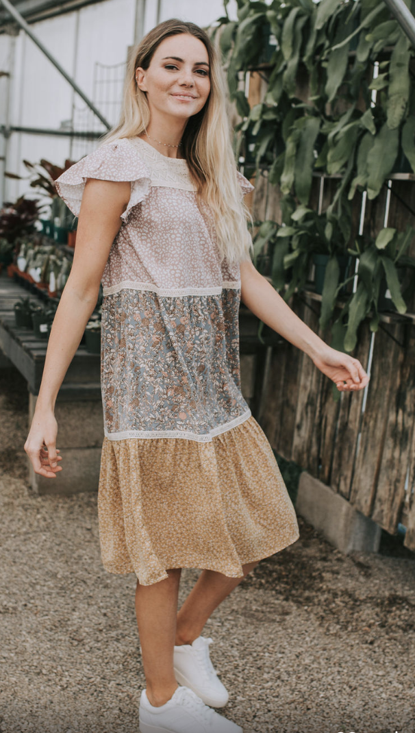 Koronkowa sukienka Delicena | Fashion, Lace skirt, Lace