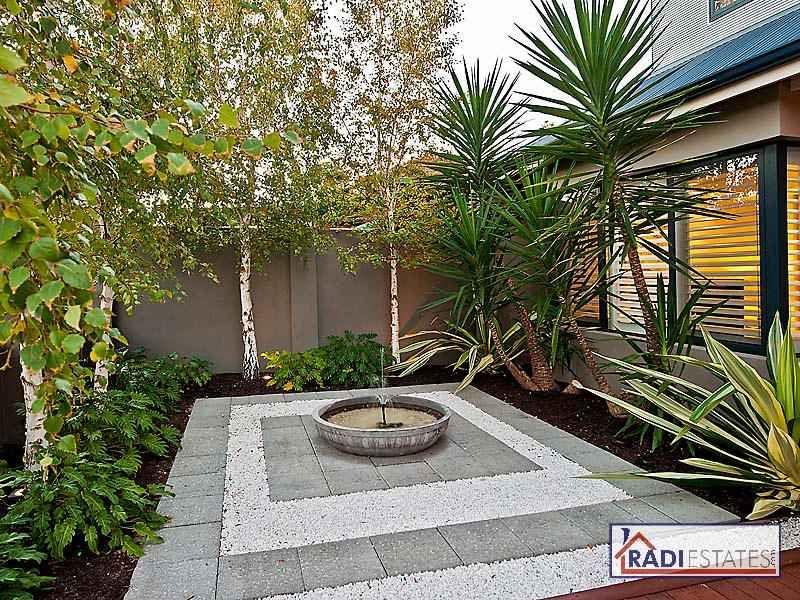 Photo of a tropical garden design from