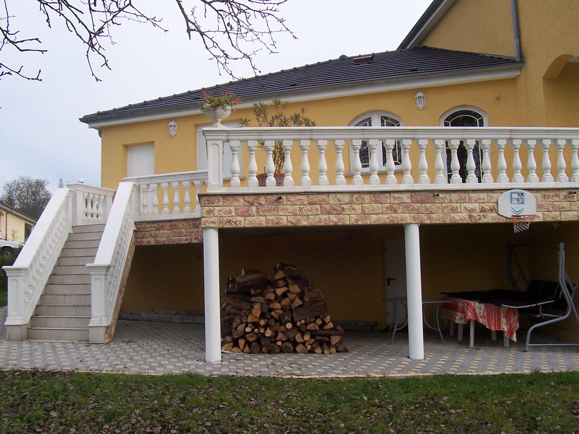Balustres en ciment blanc; modèle Roma Azur; aménagement d ...