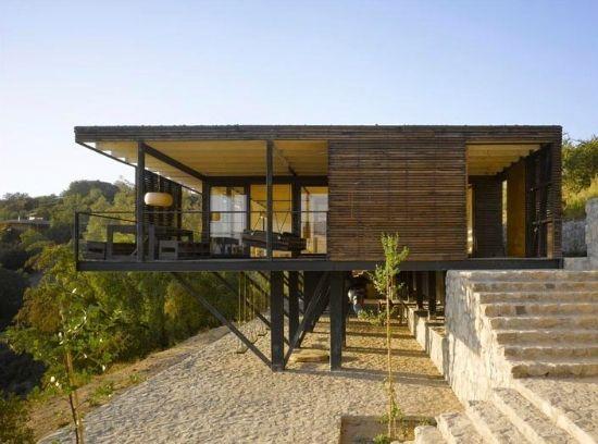 Casa elevada en santiago de chile arquitectura for Casas en chile santiago