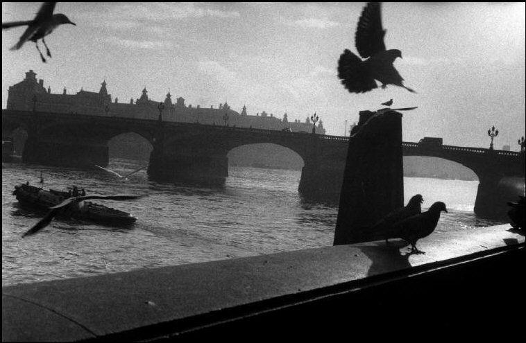 Sergio Larrain Westminster Bridge.