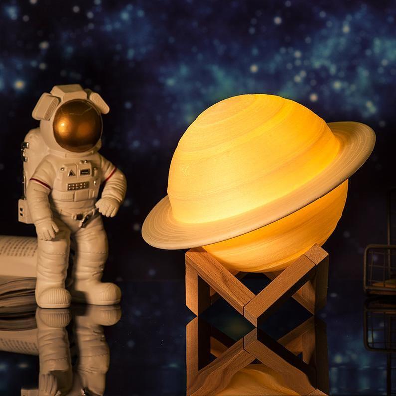 3d Saturn Lampe Nachtlicht Raum Geschenke Rakete Schiff Etsy Nachtlicht Mond Lampe Nachtleuchte