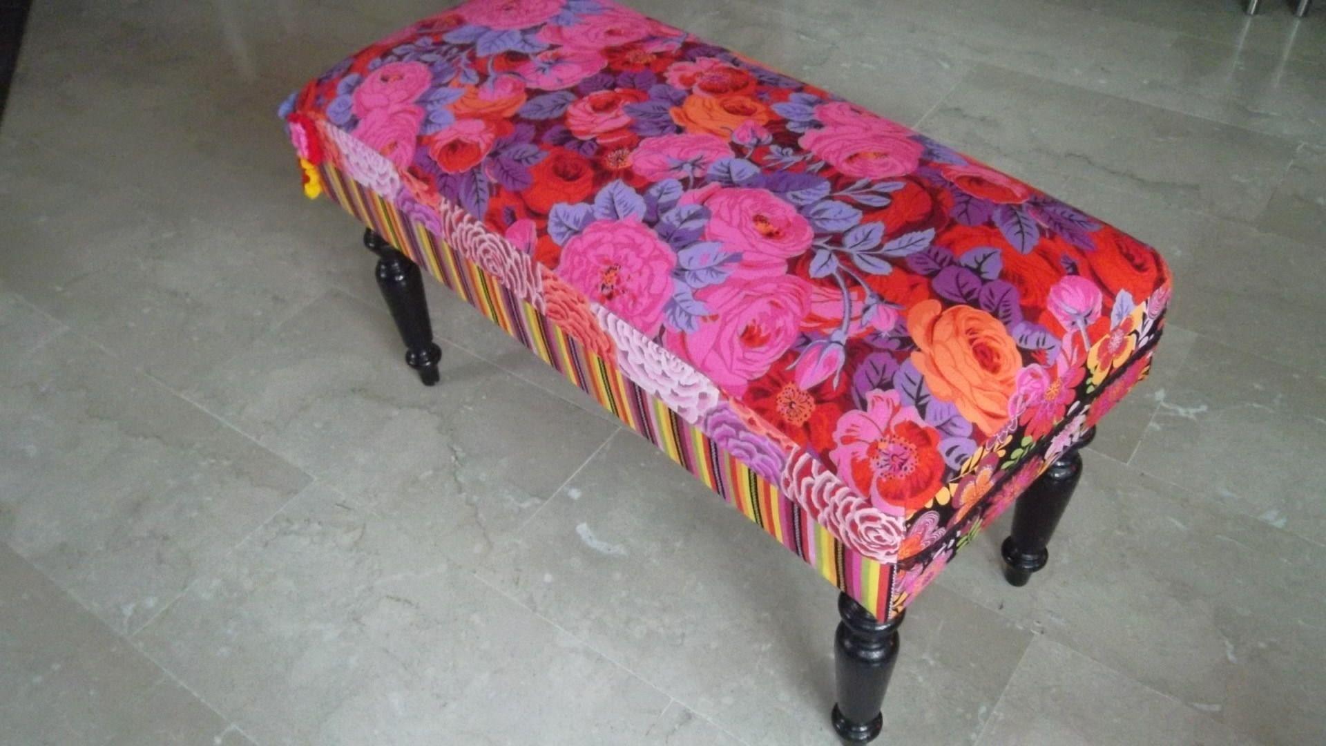 petit banc banquette bout de lit pied bois noir tapiss en. Black Bedroom Furniture Sets. Home Design Ideas