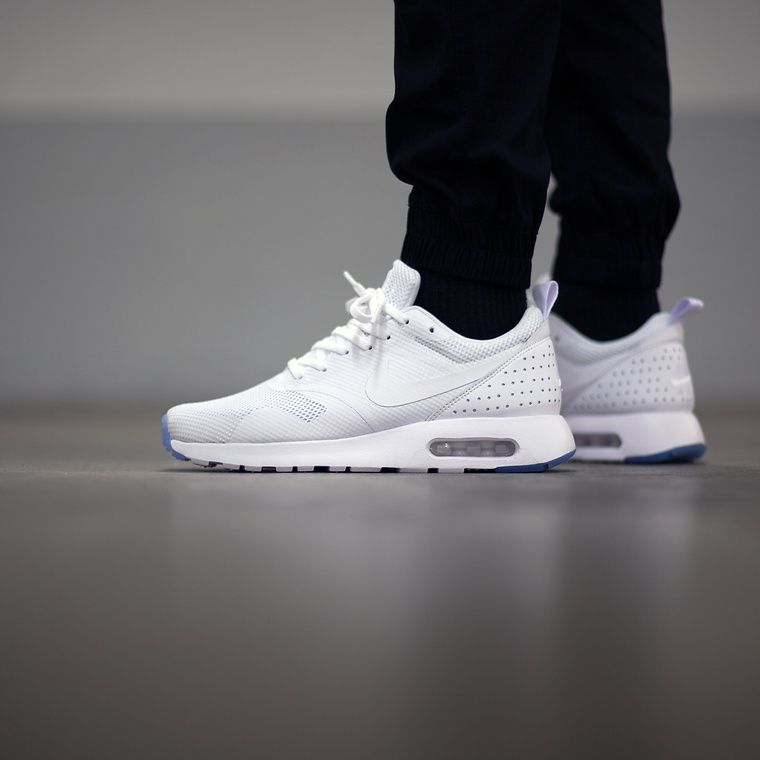 pick up 6fe6d 2a1fa Nike Air Max Tavas  White