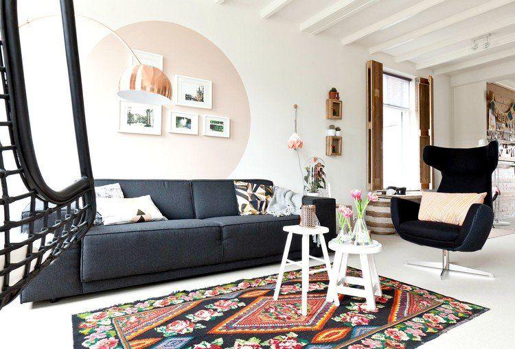 rosa Kreis mit Farbe an der Wand kreieren im Wohnzimmer deko