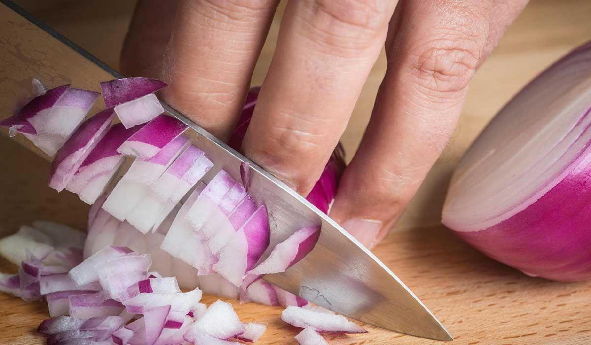 فوائد اكل البصل النئ والمطهو وفوائده للحامل