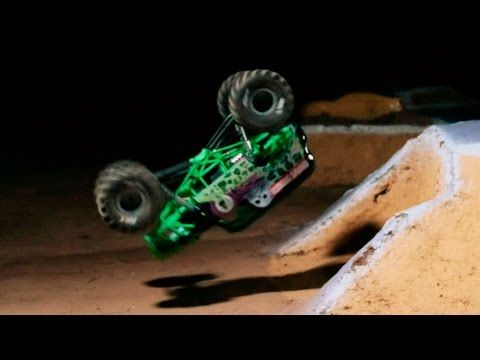Axial AX90055 SMT10™ Grave Digger Monster Jam Truck 1/10th ...