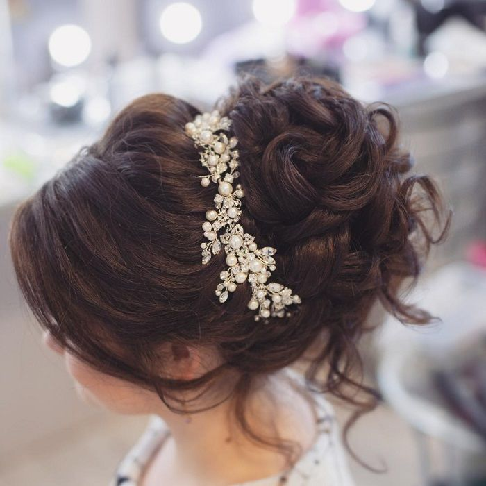 36 Messy Wedding Hair Updos For A Gorgeous Rustic Country Wedding To Chic Urban Wedding Rustic Wedding Hairstyles Bridal Hair Up Country Hairstyles